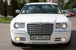 Прокат, аренда авто: Chrysler 300 C белый